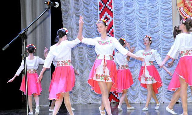 Вітаємо переможців Фестивалю фольклорних колективів та Виставки квітів рідного краю!